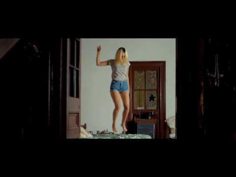 A veces Amanda ▪ A Medianoche (Video Oficial)