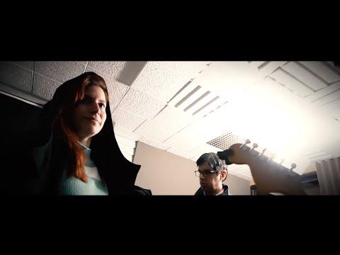 Satélite menor ft. Bea Mar - Abrigo (vídeo oficial)